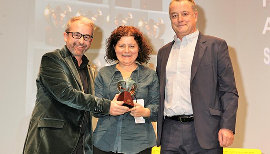 Mariví Foronda and Tomàs Llompart collecting the award
